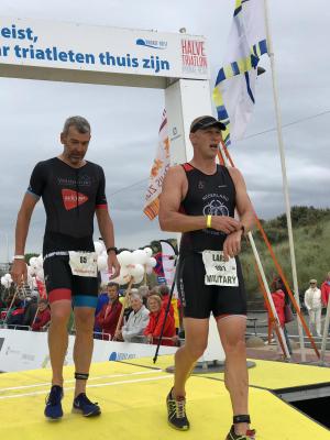 Lars Verlaan finisht bij de Zwintriathlon voor militairen