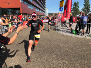 Indra Bimmel tijdens het looponderdeel op de EK hele afstand in Almere