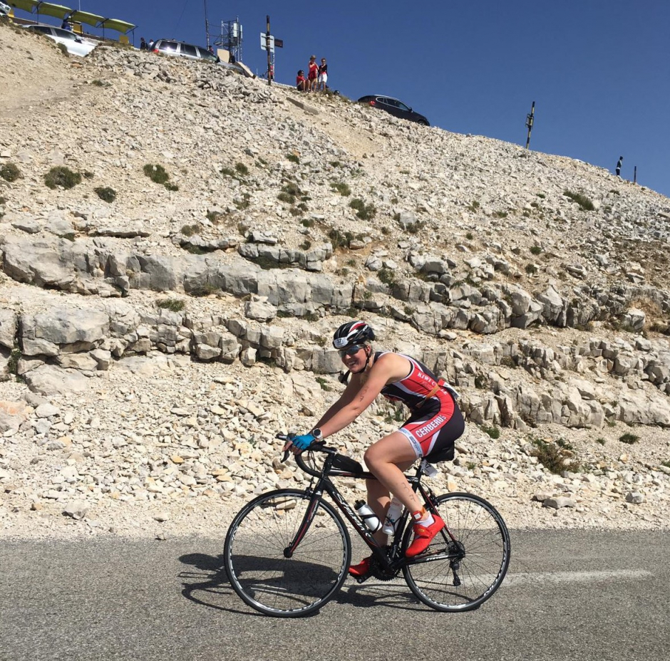 Eveline fietst de Mont Ventoux op