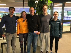 Podium bij de zwemkampioenschappen 2020: v.l.n.r.: Jeroen Feys, Sylvia van Breda, Lars Verlaan, Eric Hengeveld en Imme Lammertink. (Japke van Es ontbreekt)